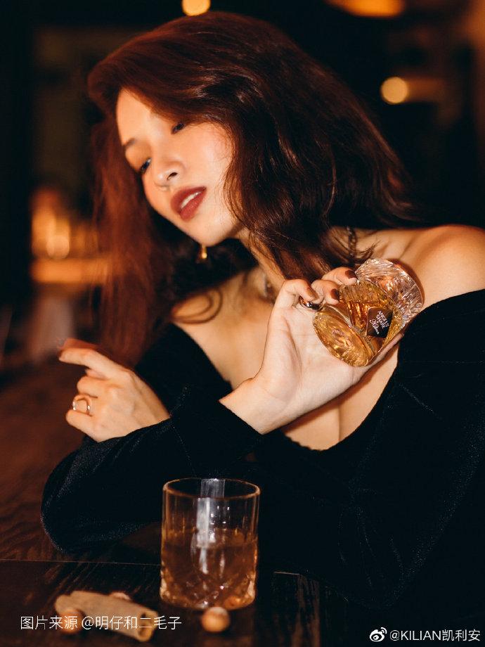 """明仔和二毛子 感受""""天使之享ANGELS' SHARE""""的木质酒香"""